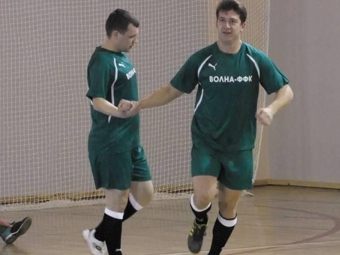 «Ассоциация» - «Волна-ФФК», 0:4. Дмитрий Ёлкин и Станислав Павлов празднуют забитый мяч.