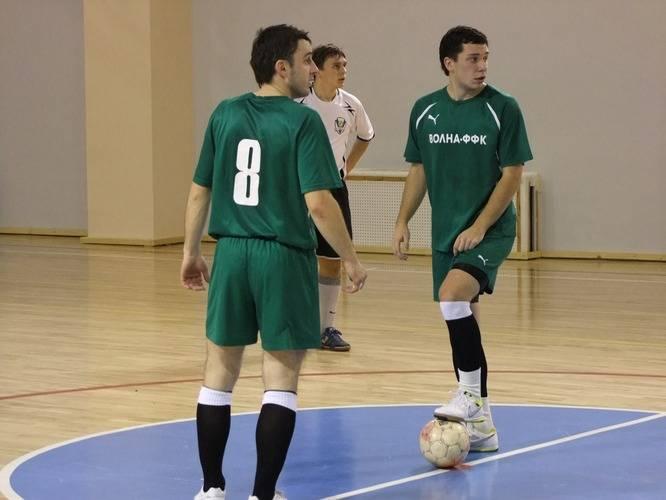 «Волна-ФФК» - «Total», 4:8. Тимофей Савченко и Дмитрий Шишкин начинают с центра поля.