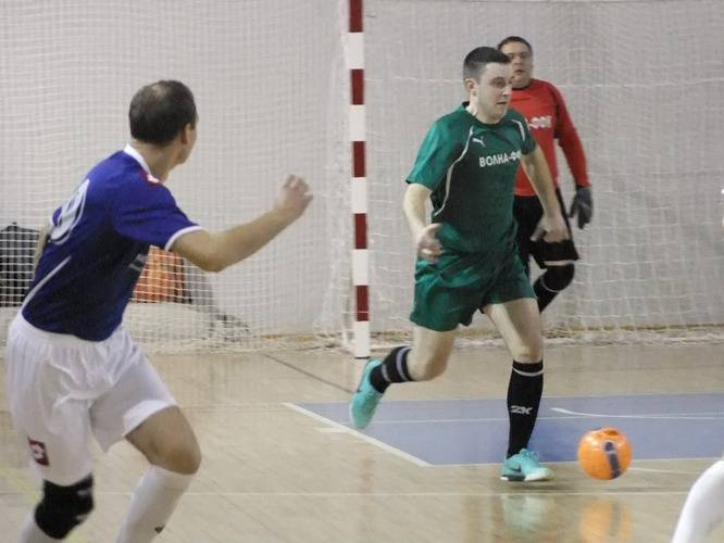 «Волна-ФФК» – «Накта-Кредит», 3:3. Тимофей Савченко начинает атаку.